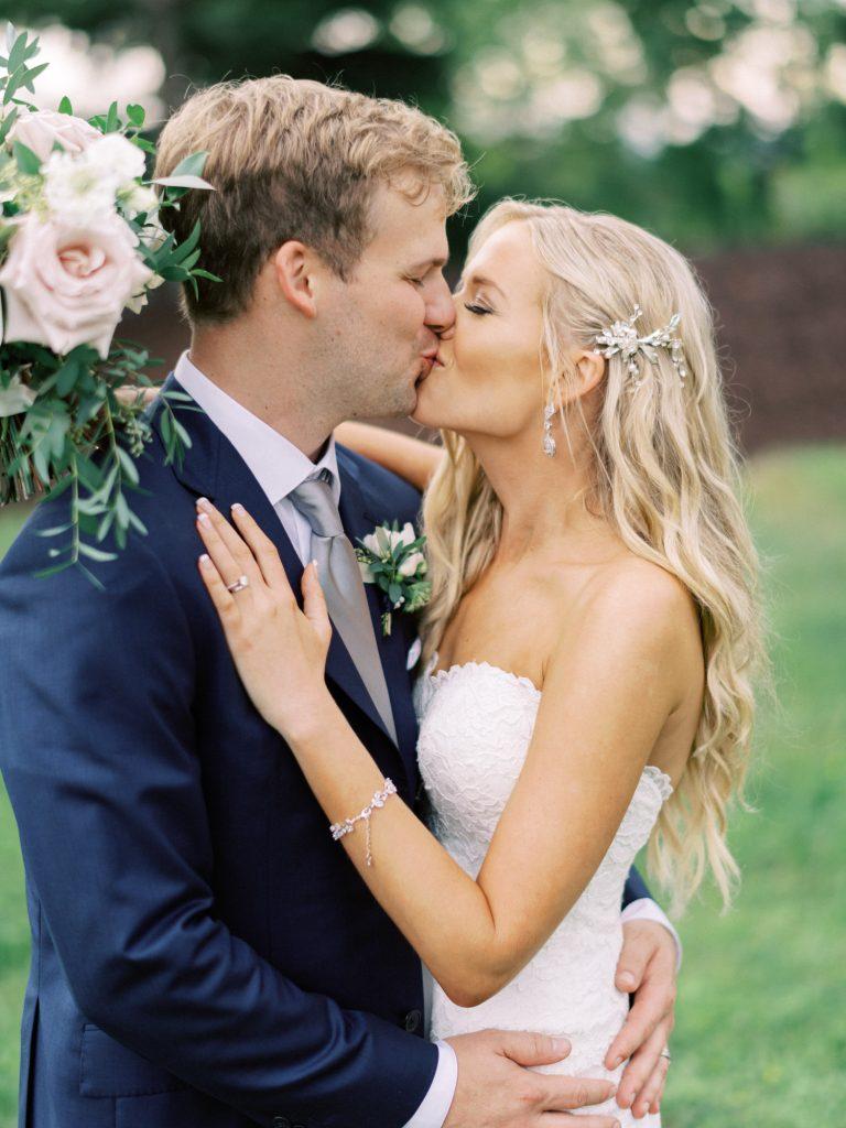 bride and groom portrait, georgetown ontario